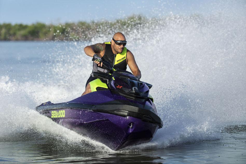 Najnowszy model Sea-Doo RXP-X RS 300 2021 to zupełnie nowy poziom możliwości skuterów wodnych.